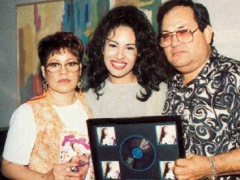 Selena y sus papás