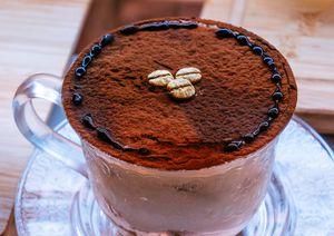 Xô, frio! Receita de chocolate quente meio amargo delicioso e simples!