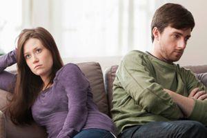 Los hábitos tóxicos que pueden acabar con tu relación durante la cuarentena