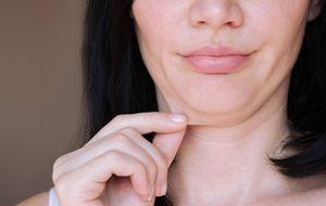 5 ejercicios efectivos para decirle adiós a la papada y a la flacidez del cuello