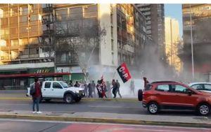 Carabineros informa cortes de tránsito en Alameda por varias manifestaciones