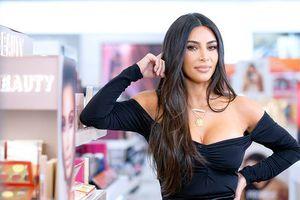 Kim Kardashian vuelve a prender las redes en traje de baño pero esta vez por hacer no hacer bien el Photoshop