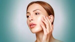 Escoge la base perfecta para tu piel según tu edad