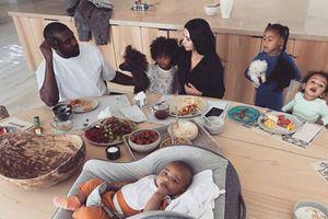 Kim Kardashian muestra la realidad que viven las madres durante la cuarentena en divertido video