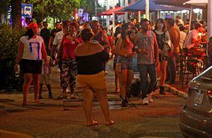 En plenas vacaciones, Acapulco cierra al 50% por repunte de Covid-19