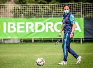 Santiago Morning da un bombazo en el fútbol femenino: ficha a entrenadora top del fútbol europeo