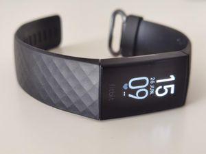 Ahora con GPS: review de la Fitbit Charge 4 [FW Labs]