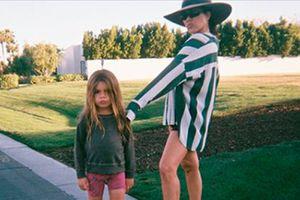 Hijo menor de Kourtney Kardashian corta su larga cabellera y luce irreconocible con su nuevo look