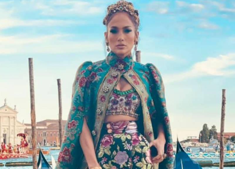 Jennifer López causa revuelo en las redes sociales con deslumbrante outfit en Venecia