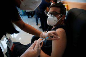 Coronavirus: Estas son las diferencias entre cada una de las vacunas que se utilizarán en Chile