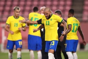 Dani Alves se rinde ante el equipo mexicano: 'Viva México cabrones'