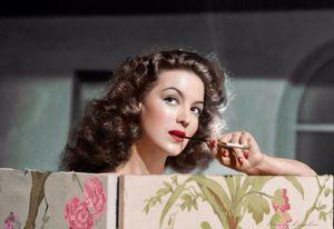 La familia de María Félix está contenta de que sea Eiza González quien interprete a la famosa actriz en una película biográfica