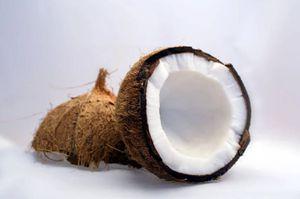 Estos son los beneficios del coco y los usos que puedes darle en casa