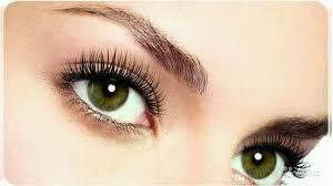 Consejos de maquillaje para chicas con pestañas quebradizas o de lento crecimiento