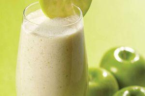 Batido de avena, manzana verde y almendras para controlar el colesterol