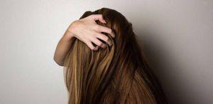 Cómo aplicar agua de arroz en tu cabello para darle brillo y evitar la caída