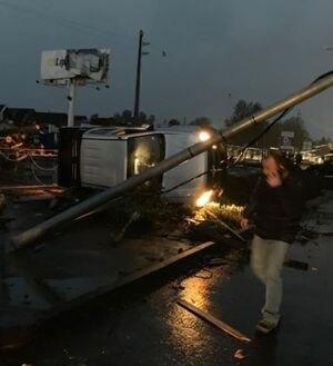 Potente tornado sembró pánico y destrucción en Los Ángeles