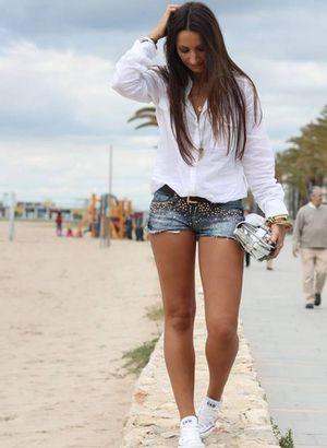 Aprende a combinar tenis con shorts para lucir femenina y cómoda