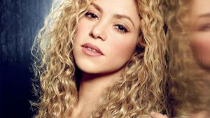 Descubre cómo arreglar tu cabello rizado en casa para luzca como el de Shakira