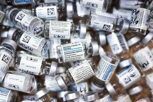 Ecuador avanza en negociaciones para las vacunas Johnson & Johnson y Sputnik