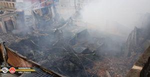 Bombeiros encontram três corpos carbonizados em galpão atingido por incêndio em Barueri; veja vídeos