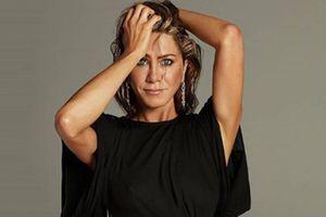 Jennifer Aniston muestra cómo las mujeres de 50 años pueden lucir mini vestidos con total confianza