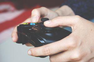 Homem é eletrocutado por um raio enquanto jogava videogame em meio a uma tempestade