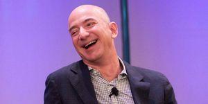 Jeff Bezos dice que llevará a la primera mujer a la Luna con Blue Origin