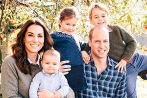 Kate Middleton y la princesa Charlotte mantienen vigente la moda de Lady Di con este vestido