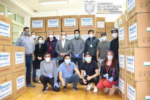 Empresa china dona a Ecuador 2,2 toneladas de indumentaria médica