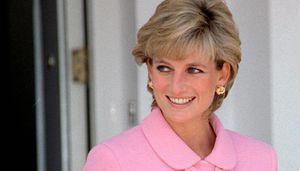 El vestido blanco de la princesa Diana decorado con cristales que nunca pasará de moda