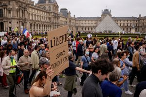Ante el repunte de COVID-19, el Gobierno de Francia impone estrictas medidas como pasaporte sanitario en diferentes lugares y acciones contra quienes no quieran vacunarse
