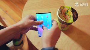 Xiaomi muestra en video su teléfono plegable dejando ver su notoria elasticidad