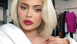 Tacones con liguero, la desafiante tendencia que Kylie Jenner trae para el 2020