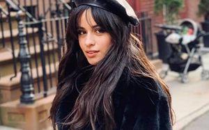 Camila Cabello em biquíni ousado comemora suas curvas e dá aula de amor-próprio
