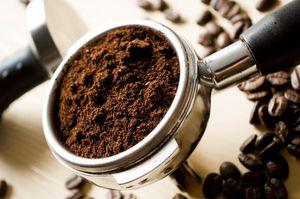 Mascarilla de café para atenuar ojeras y lucir descansada