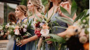"""Una novia rechaza a su dama de honor por usar un vestido """"horrible"""" el día de su boda"""