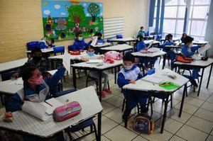 Educación será considerada actividad esencial y se contemplan clases presenciales con semáforo rojo