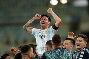 """¡""""Dale campeón""""!: Familia de Messi lo recibe con aplausos al llegar a su casa tras levantar el trofeo de la Copa América"""