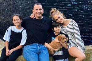 El paseo de Jennifer Lopez y Alex Rodriguez a la playa con sus hijos son los más enamorados