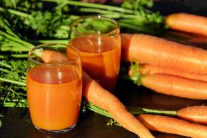 Jugo energético de zanahoria, naranja y cúrcuma perfecto para fortalecer el sistema inmune