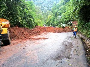 Estado de las vías del Ecuador: deslizamientos de tierra en la Calacalí- Nanegalito y Alóag-Santo Domingo