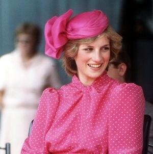 Con traje y corbata: así fue como la princesa Diana rompió el protocolo real vistiéndose de hombre