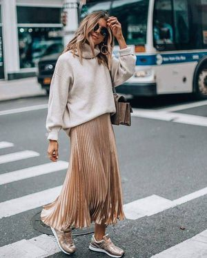 Vestidos de otoño ideales para combinar con tenis y lucir femenina